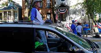 """""""We Love Baseball"""": Wrigley Ballhawks Stay On During Pandemic - WBEZ"""