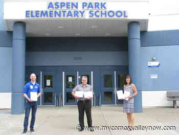 Comox elementary school receives new iPads thanks to local Best Buy - My Comox Valley Now