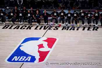Raptors kneel for both American and Canadian anthems ahead of tipoff - Comox Valley Record