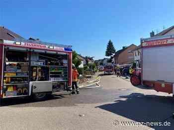 Papier im Gäste-WC brennt: Feuerwehr Keltern rettet Frau aus ihrer brennenden Wohnung - Pforzheimer Zeitung