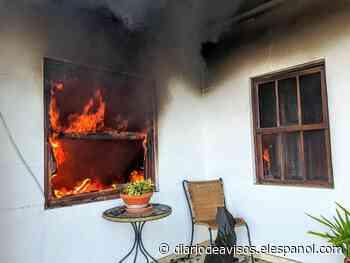 Los bomberos extinguen un incendio originado en una vivienda en La Palma - Diario de Avisos