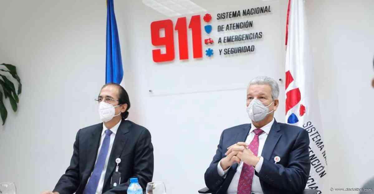 Montalvo muestra el 911 al ministro de la Presidencia designado, Lisandro Macarrulla - Diario Libre