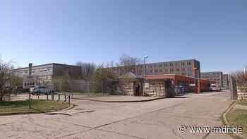Asylunterkunft in Halberstadt: Nach Angriff auf Asylbewerber: Wachpersonal wird angeklagt - MDR
