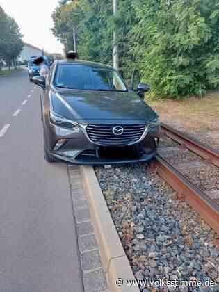 Führerloser Pkw rollt ins Gleisbett - Volksstimme