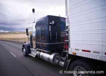 Tráiler prensa a motociclista en accidente sobre la México – Laredo - La Silla Rota