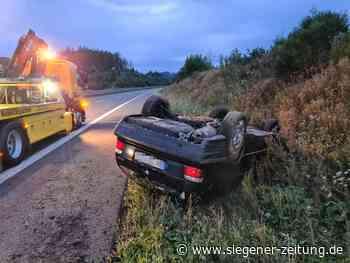 Fahrer befreit sich selbst: BMW landet auf dem Dach - Siegener Zeitung