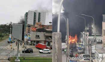 Pánico en San Miguel: incendio consumió auto en avenida Los Precursores | Panamericana TV - Panamericana Televisión