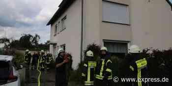 Brand in Köln-Elsdorf: Feuerwehr rettet Ehepaar aus Dachgeschoss - EXPRESS