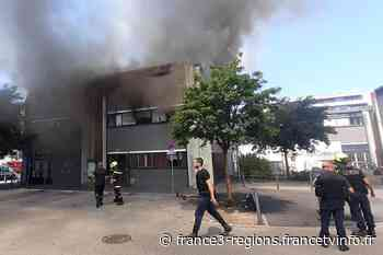 Grenoble : un violent incendie détruit un bâtiment municipal occupé par une quarantaine de demandeurs d'asile - France 3 Régions