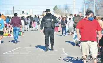 Mucha gente recorrió la feria del barrio San Martín - Diario EL CHUBUT