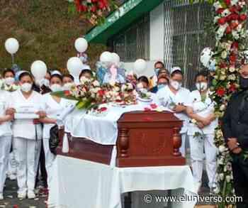 Emotiva despedida para otra enfermera que muere por COVID-19 en Riobamba; ella luchaba en primera línea - El Universo