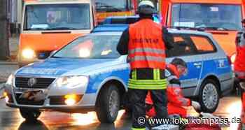 23-Jährige schwer verletzt bei Unfall in Marl: Autofahrerin prallt auf Breddenkampstraße vor Baum - Marl - Lokalkompass.de