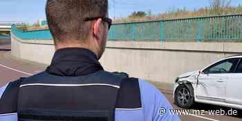Trotz Verbots überholt: Zwei Verletzte bei schwerem Unfall nahe Halle-Neustadt - Mitteldeutsche Zeitung