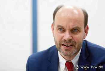 SPD-Landtagsabgeordneter Gernot Gruber besucht die Polizei in Welzheim - und die hat Wünsche - Welzheim - Zeitungsverlag Waiblingen