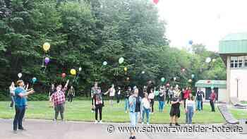 Hechingen - Viele Luftballone steigen auf in Richtung Himmel - Schwarzwälder Bote