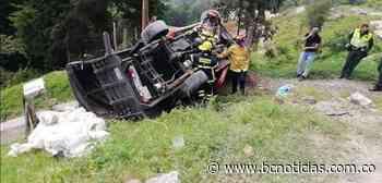 Un vehículo se volcó en la antigua vía Manizales - Arauca - BC NOTICIAS - BC Noticias