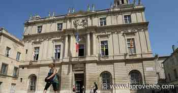 Arles : l'hôtel de ville et son envoûtante salle des Pas perdus - La Provence
