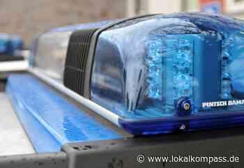 Wer hat den Opel angezündet? - Täter trug tarnfarbene Kleidung: In Weeze brannte in der Nacht ein Auto - Lokalkompass.de