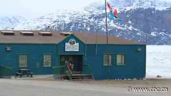 Former mayor and long time staffer face-off in Pangnirtung mayoral race - CBC.ca