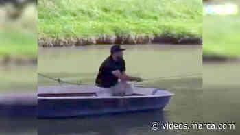 El golpe de golf más surrealista: en barca para poder jugar la bola. European Tour - MARCA.com