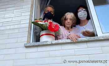 A D. Etelvina fez 102 anos e a festa foi à janela - Jornal de Leiria