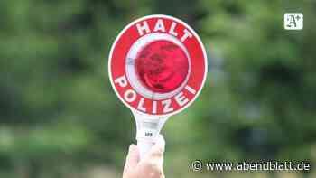 Unfälle: Autofahrer flüchtet vor Polizeikontrolle in Hafenbecken