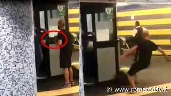 """Dipendente Atac colpisce con un calcio un uomo, l'azienda: """"Gesto grave. Lavoratore allontanato"""""""
