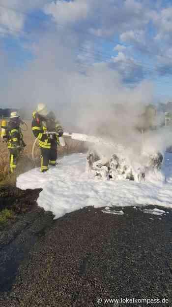 Einsatz für die Feuerwehr Hamminkeln: PKW Brand am Weißenstein - Hamminkeln - Lokalkompass.de