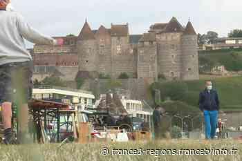 Environ 4000 chineurs se sont rassemblés au vide-grenier de Dieppe, l'un des premiers depuis le confinement - France 3 Régions