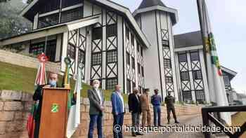 Prefeitura realiza ato cívico para marcar os 160 anos de Brusque - ®Portal da Cidade | Brusque