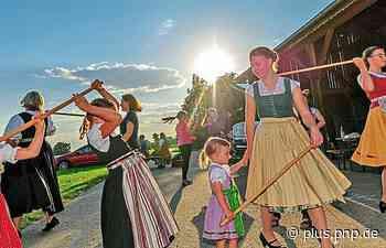 Trachtler tanzen mit Abstand - PNP Plus