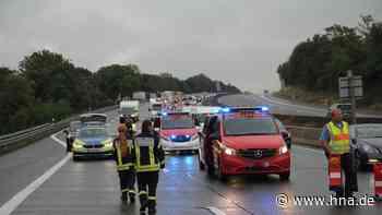 Unfall auf der A7 bei Kassel: Transporter kracht in Betonwand - Stau - hna.de