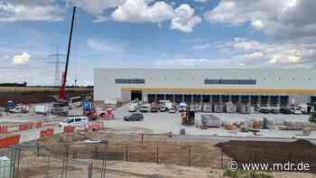 Versandhandel: Amazon-Logistikzentrum bei Magdeburg in Betrieb - MDR