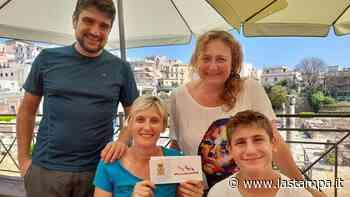 Turisti di Bra derubati a Pozzuoli: dopo l'appello sui social e la solidarietà del paese i ladri riportano i portafogli (senza i soldi, ma con i documenti) sul luogo del furto - La Stampa