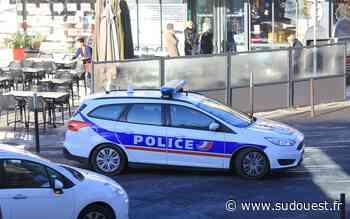Cognac : un chauffard encastre deux véhicules avant de finir sur le toit - Sud Ouest