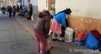 Huancavelica: Venta informal invade veredas ante la necesidad en sus casas - Diario Correo