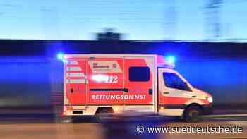 Motorradfahrer schwebt nach Unfall in Lebensgefahr - Süddeutsche Zeitung