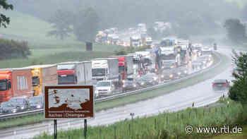 Autobahn A8 wegen Regen stundenlang gesperrt - Kinder- und Jugendcamp evakuiert - RTL Online
