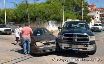"""Ignora alto y se estampa contra """"camionetón"""" en Nuevo Laredo - Vox Populi"""