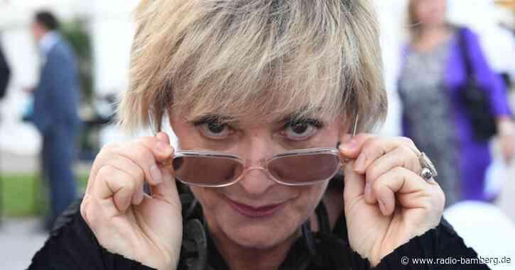 Ohne Helm auf Roller zur Trauerfeier kostet Gloria 15 Euro