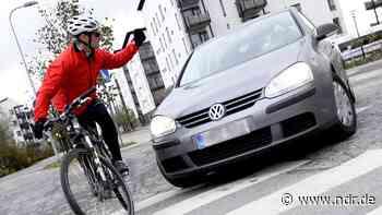 Stadt Uelzen erinnert an Abstand zu Radfahrern - NDR.de