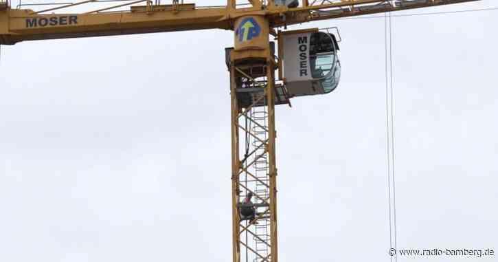 Bauarbeiter verschanzen sich auf Kränen: Kein Lohn gezahlt