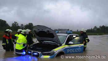 Polizeiauto versinkt auf überfluteter Fahrbahn von B2 zwischen Murnau und Ohlstadt - rosenheim24.de