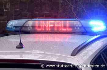 Kirchheim unter Teck im Kreis Esslingen - Autofahrer rasen auf regennasser A8 inLeitplanke - Stuttgarter Nachrichten