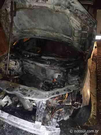 Em Jaguaruna: carro pega fogo na BR-101 - Notisul