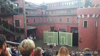 """Kultursommer: Krimi-Open Air-Theater im """"The Lakeside Burghotel zu Strausberg"""" - Märkische Onlinezeitung"""