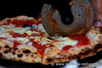 Neapels Pizzabäcker streiten, wie Pizza gebacken werden muss - Gastronomie - Badische Zeitung