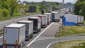 Vollsperrung A7 Rothenburg: Öl läuft aus nach Unfall mit Lkw – Stau auf der Autobahn - SWP