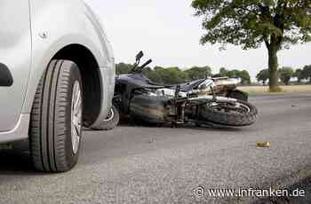 Obertrubach: Motorradfahrer (53) rutscht gegen Auto - schwer verletzt trotz Vollbremsung