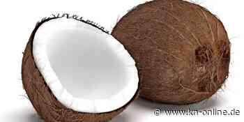 Schleswig-Holsteiner haut 87 Kokosnüsse in einer Minute kaputt – Weltrekord